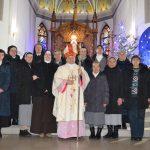 Єпископ-помічник Ян Собіло з монахинями та богопосвяченими дівами